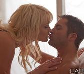 Capelli Biondi - Zoey Paige, Kris Slater 14