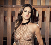 Sunny Unchained - Sunny Leone 5