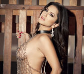 Sunny Unchained - Sunny Leone 11