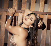 Sunny Unchained - Sunny Leone 13