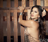 Sunny Unchained - Sunny Leone 14