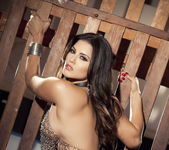 Sunny Unchained - Sunny Leone 18