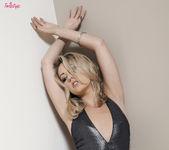 Sarah Peachez Exposes Her Gorgeous Sexy Body 2