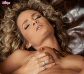 Prinzzess Felicity Jade Opens Her Tight Pink Pussy 14