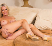 Emma Starr, Julia Ann - Seduced By A Cougar 3