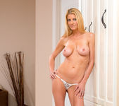 Robbye Bentley - My Friend's Hot Mom 4