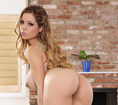 Yurizan Beltran - My Dad's Hot Girlfriend 4