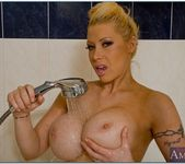 Candy Manson - Housewife 1 on 1 16
