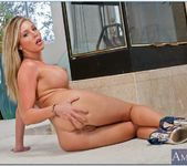 Samantha Saint - My Dad's Hot Girlfriend 11