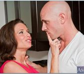 Veronica Avluv - Seduced By A Cougar 16