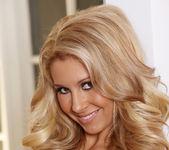 Natalie Vegas - VIPArea 9