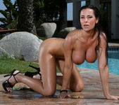 Laura Lee - Teardrop & Outdoor Shower 15