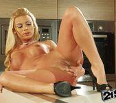 Kathia Nobili, Melane - 21Sextreme 17
