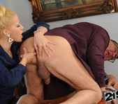 Chary Kiss - 21Sextreme 11