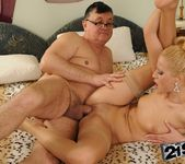 Chary Kiss - 21Sextreme 23