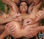 Agata - lumberjack blowbang 15