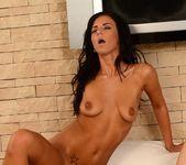 Kattie Gold, Nicolette 22