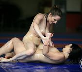 Samantha Bentley vs Chrissie 18
