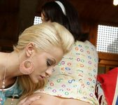 Chary Kiss, Madlin Moon 3