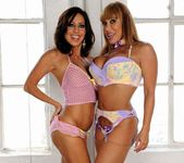 Ava Devine, Tara Holiday 7