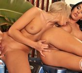 Donna Bell, Ary, Honey Demon 12