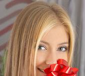 A Cute Present - Vanessa O. 16