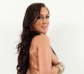 Victoria Webb - Super Sling - Monster Curves 4