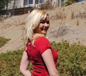 Mindy - Mini Skirt Outside - SpunkyAngels 4
