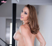 Chanel Preston Fucks Herself To An Amazing Orgasm 7