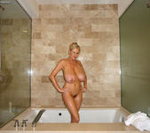 Big Titty Bath - Kelly Madison 5