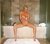 Big Titty Bath - Kelly Madison 9