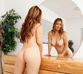 Lucy Page - Mirror Mirror - Anilos 15