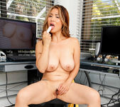 Lucy Page - Naughty Milf - Anilos 25