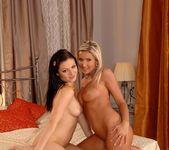 Mischelle & Vanessa Jordin 16