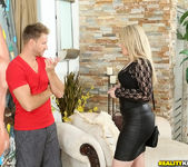 Daisy Haze - Donk On Daisy - MILF Hunter 3
