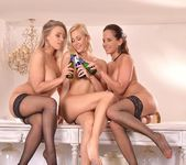 Beth, Eve & Tracy Lindsay aka Tracy Delicious 16