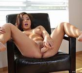 Morgan Lee - The girl in the armchair - Club Sandy 22