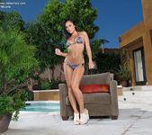 Gianna Nicole - InTheCrack 3