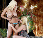Gina Lynn Shows Taylor Wane A Good Time 13