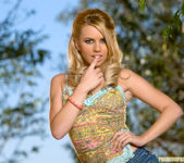 Super babe Lexi Belle looks sexy in the great outdoors 4