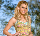 Super babe Lexi Belle looks sexy in the great outdoors 5