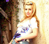 Lexi Belle's special horny place 11