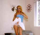 Hot, hot Lexi Belle gets naked 10