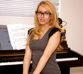 Lexi Belle gets undressed - Premium Pass 8