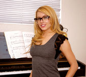 Lexi Belle gets undressed - Premium Pass 9