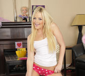 Alexis Texas Played With Myself Before The Sleepover 5