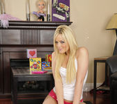 Alexis Texas Played With Myself Before The Sleepover 13