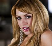 Lexi Belle - Help Me Get Off 4