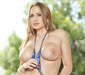 Alanah Rae Loves Public Nudity 21
