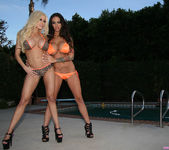 Angelina Valentine and Gina Lynn In Public!  Uh Oh 8
